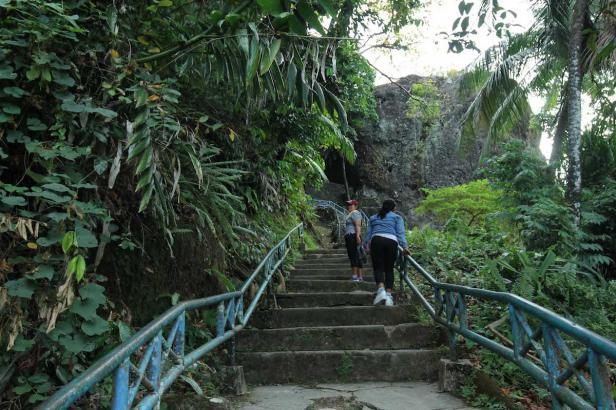 Perjalanan Wisata ke Gunung Padang, Kota Padang