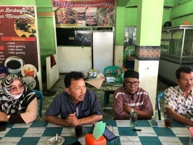 Pengurus Pedagang Pasarasar Raya Padang saat menyatakan dukungan di Pasar Raya, Rabu, 2 Desember 2020