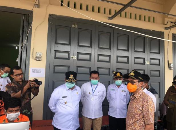 Gubernur Sumbar Irwan Prayitno saat kunjungi Perbatasan Sumbar-Riau bersama Wakil Gubernur Riau dan Bupati Kampar.