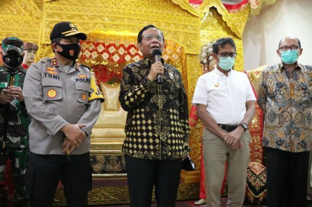 Menkopolhukam Mahfud MD di Padang