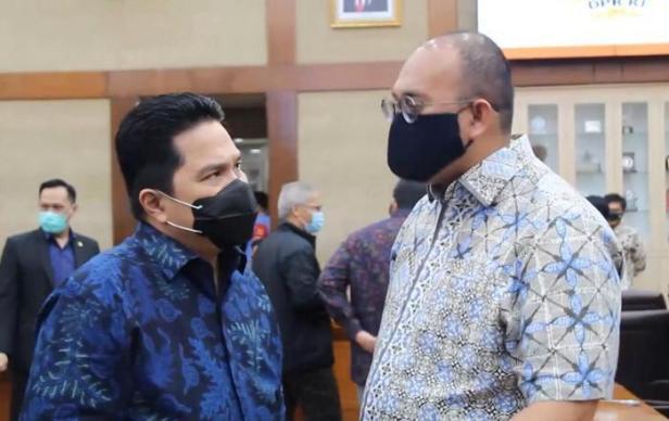Andre Rosiade (kanan) bersama Menteri BUMN Erick Thoir (kiri).