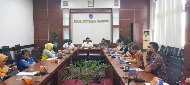 Rapat pembubaran panitia ASN Berkurban 2020 di ruang pertemuan Randang Balai Kota Payakumbuh, Jumat (7/8).