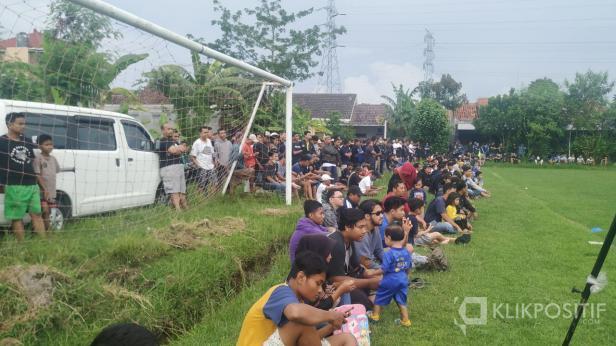 Ratusan suporter banjiri latihan perdana PSIM Yogyakarta di Lapangan Tamanan, Banguntapan, Bantul.
