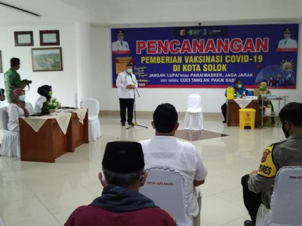 Wako Solok H. Zul Elfian canangkan pelaksanaan program vaksinasi Covid-19 di kota Solok