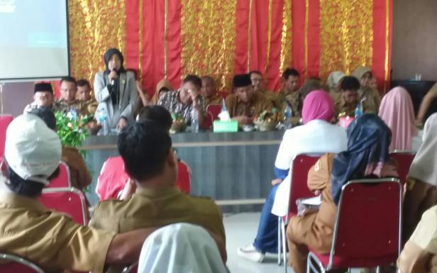 Anggota DPRD Wadrawati memberikan sambutan pada acara Musrenbang Kecamatan Padang Ganting