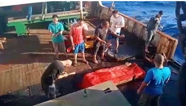 mayat dibuang ke laut