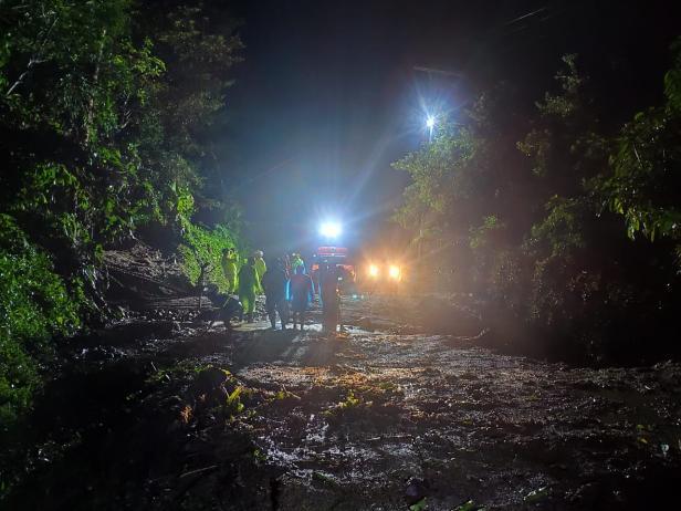 Longsor menimpa Jorong Kubu Gadang, Nagari Sumpur, Kecamatan Batipuh Selatan, Tanah Datar