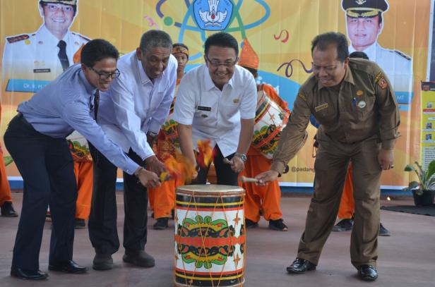 Indra Catri membuka Lomba Bintang Sains 2020