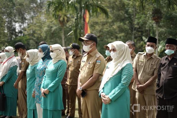Bupati Solok Selatan Khairunas Bersama Tamu dan Undangan Sebelum Pembukaan Kegiatan Lomba TP PKK tingkat Provinsi Sumatera Barat
