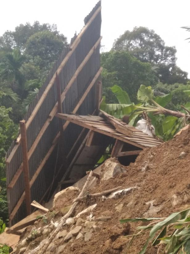 Rumah Milik Paskalis Gulo yang Ditimpa Longsor