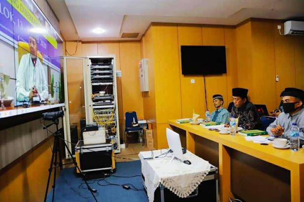 Wali Kota Solok, Zul Elfian membuka MTQ peringatan Nuzulul Quran 1441 H melalui Video Conference
