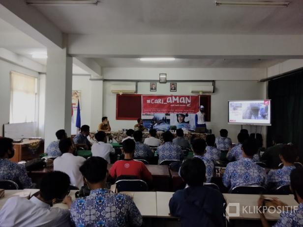 Kampanye #CariAman Hayati di SMK 5 Padang
