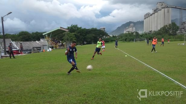Aulia Hidayat di Lapangan Bola Mess Indarung, Senin (17/2/2020)
