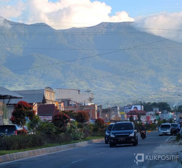Gunung Marapi Tampak Dari Bukittinggi