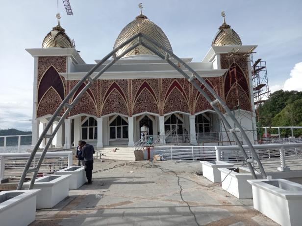 Bangunan Masjid Wisata Carocok Painan