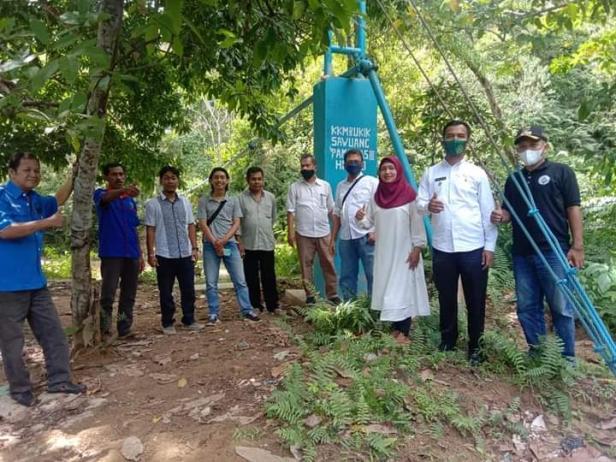 Jajaran Pemerintah Nagari IV Koto Hilie dan Kecamatan meninjau sumber Pamsimas Bukit Sawuang Kampung Jalamu