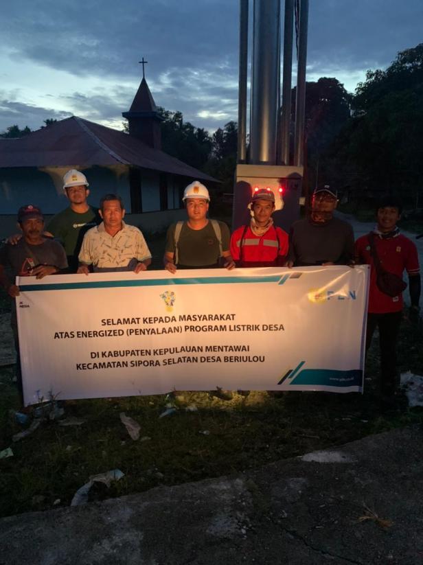 PLN berhasil menghadirkan listrik di Dusun Bukuk Monga, Bere, Tarandam, Sirualeleu Desa Berilou Kecamatan Sipora Selatan, Kabupaten Kepulauan Mentawai, Sumbar yang sebelumnya belum tersentuh listrik pada bulan maret lalu.