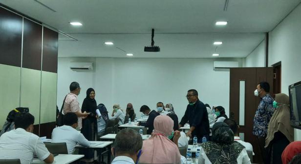 Ketua Umum Pengwil INI Sumbar, Muhammad Ishaq berikan pengarahan pada peserta Maber pada pembukaan Maber Periode November 2020, Sabtu (28/11/2020) di Wisma Grha K2, Jalan Damar, Padang.