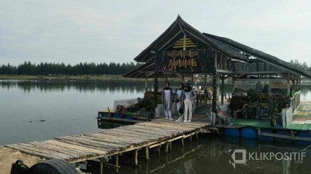 Objek wisata cafe apung Kambang Barat Pessel