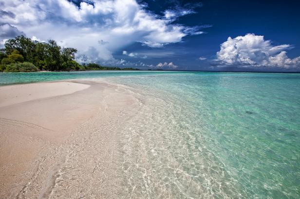 Pantai Mutun Lampung