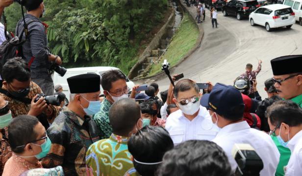 Menteri PPN/Bappenas Republik Indonesia Suharso Monoarfa saat meninjau Sitinjau Lauik