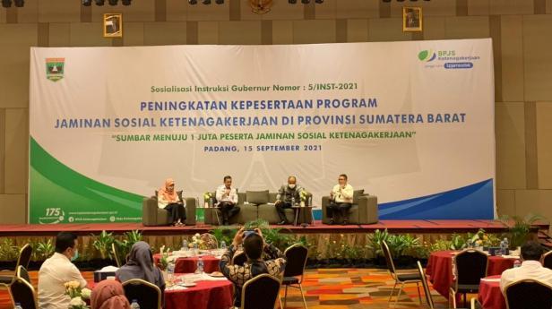 Badan Penyelenggara Jaminan Sosial (BP Jamsostek) menggelar sosialisasi Instruksi Gubernur Sumatera Barat nomor : 5l/INST-2021 di The ZHM Premiere Padang, Rabu (15/9/2021).