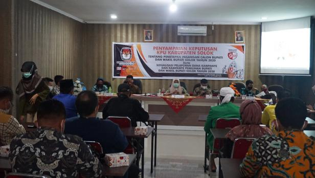 Pihak KPU Kabupaten Solok menyampaikan hasil keputusan penetapan calon peserta Pilkada Solok 2020