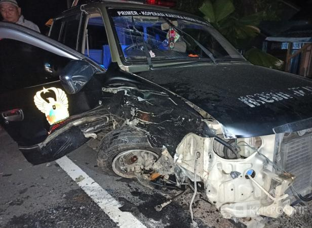 Kondisi Mobil ambulans milik Primkopkar Kodim 0312 Padang usai tabrakan dan Jenazah masih berada dalam ambulans