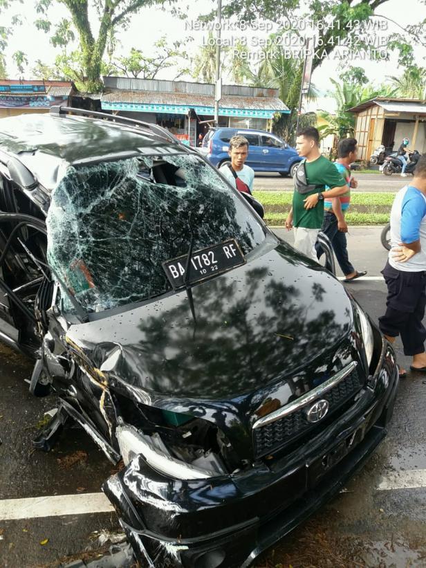 Mobil yang mengalami kecelakaan di jalan BIM