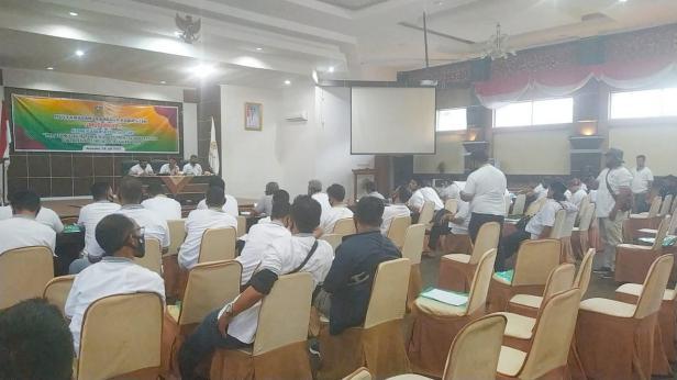 Sekretaris Futsal, Riki Rizo Namzah menyampaikan mosi tidak percaya terhadap Musyorkab Kabupaten Solok