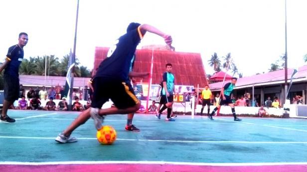 Narapidana di lapas kelas ll B Pariaman saat bertanding futsal