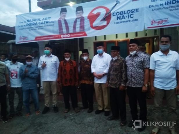Nasrul Abit bersama Yang Dipertuan Maharajo Bungsu, Datuak Manjadi Rajo, dan Inyiak Majo lelo, David Taster dan Armen Syahjohan