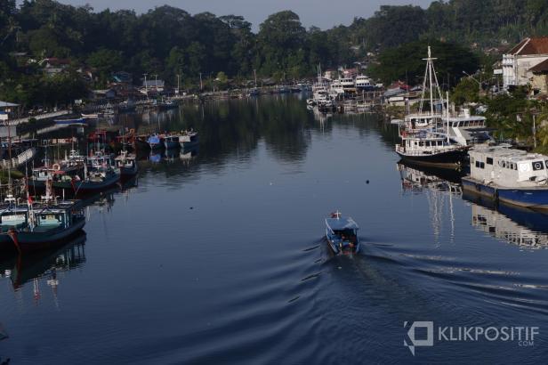 Kapal nelayan yang parkir di Pelabuhan Muaro Padang