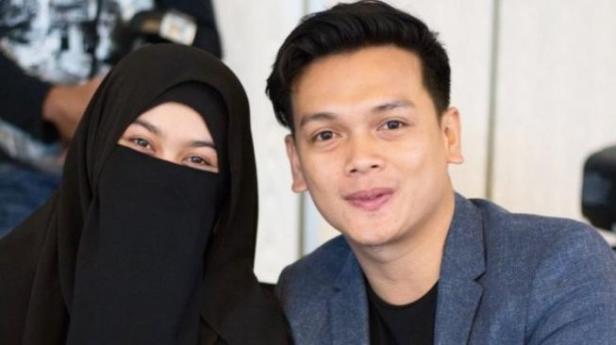 Natta Reza dan istri.
