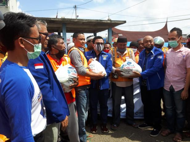 Paket sembako yang dibagikan tim Mulyadi.