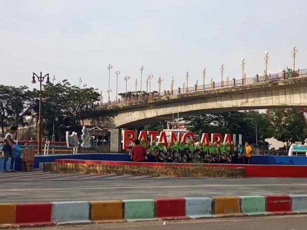Batang Arau di kawasan Jembatan Siti Nurbaya, salah satu objek wisata di Padang