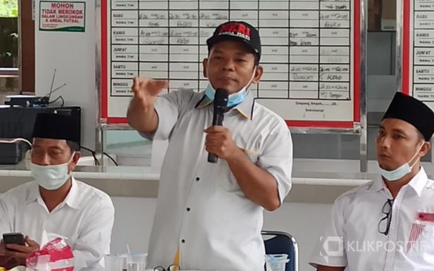Kiri, Calon Wakil Bupati Risnawanto, Ketua DPD PKS Pasbar Fajri Yustian dan Ketua DPC PDIP Pasbar Dedi Lesmana