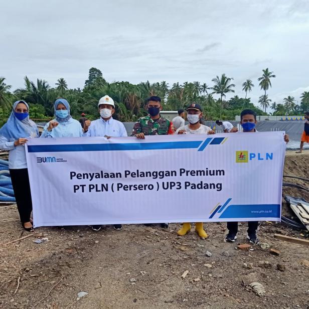 PT PLN Unit Pelaksana Pelayanan Pelanggan (UP3) Padang, unit kerja di bawah koordinasi PT Unit Induk Wilayah (UIW) Sumatera Barat lakukan penyambungan Pelanggan Premium dengan total 12 pelanggan pada Mei 2021 lalu.