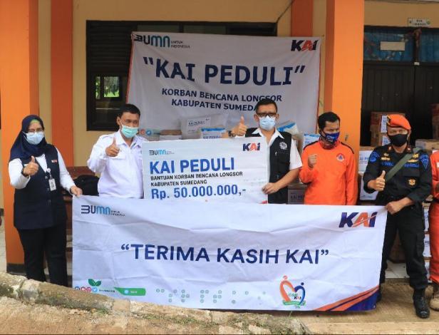 Melalui program KAI Peduli Bencana, Tim  TJSL Daop 2 bandung, kali ini memberikan bantuan senilai Rp 50.000.000,- kepada masyarakat Dusun Bojongkondang, Desa Cihanjuang, Kecamatan Cimanggung, Kabupaten Sumedang, Jawa Barat yang terdampak bencana longsor, Rabu (13/1)