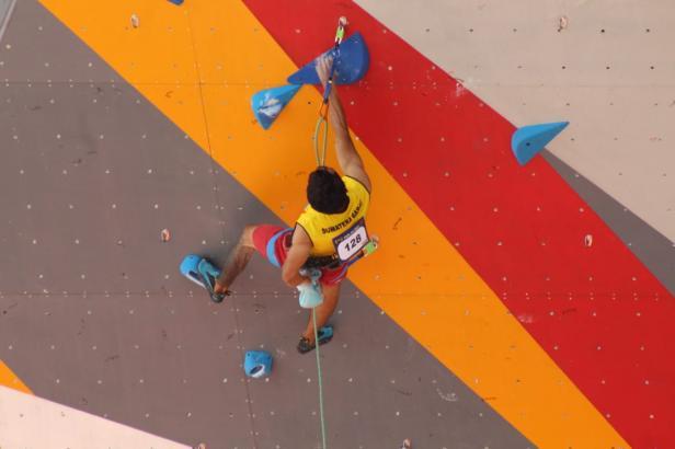 Tiga atlet panjat tebing Sumatera Barat berhasil lolos pada babak kualifikasi pada Pekan Olahraga Nasional (PON) XX 2021 di Arena Panjat Tebing SP 2 Mimika, Provinsi Papua, Senin (27/9)