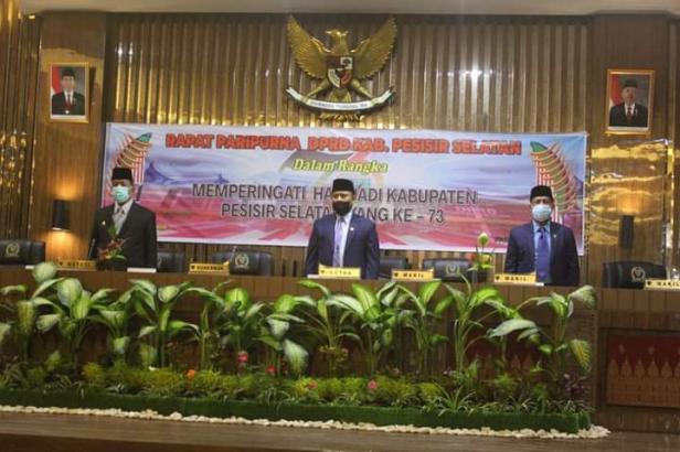 Rapat paripurna Hari Jadi Kabupaten Pessel ke 73 di ruang rapat DPRD Pessel