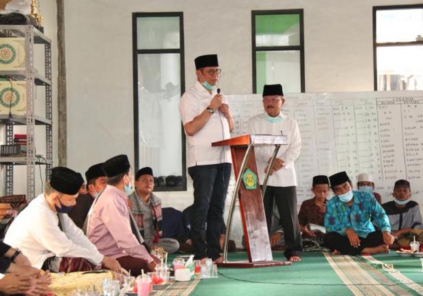 Pondok pesantren Nurul Yaqin Ringan-ringan Padangpariaman deklarasikan dukungan untuk pasangan calon gubernur dan wakil gubernur Sumbar Mulyadi - Ali Mukhni pada Pilkada Sumbar 2020.