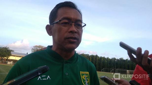 Aji Santoso saat wawancara usai latihan di Lapangan UNY, Yogyakarta.