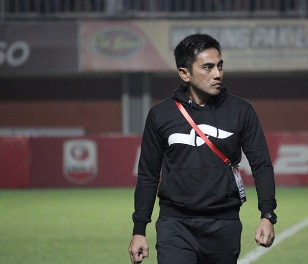 Pelatih anyar PSIM Yogyakarta yang sukses mengantarkan PSS naik kasta ke Liga 1 dan bertahan di musim 2019.