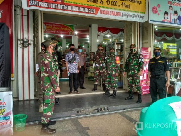 Tim Gugus Tugas Penanganan COVID-19 langsung bergerak untuk tegakkan PSBB di Pasar Payakumbuh