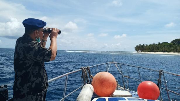 Wagub Sumbar Nasrul Abit saat patroli di laut Mentawai