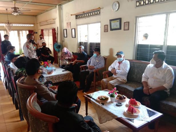 Suasana Pertemuan Antara Lembaga dan Instansi Terkait Pelaksanaan Pilkada Tahun 2020 di Dharmasraya dengan Tim SR-Labuan.