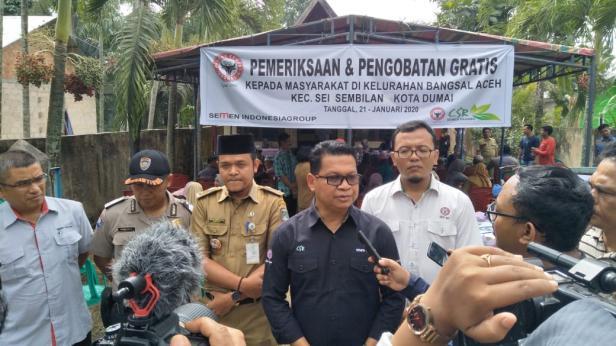 Kasi Keuangan dan Administrasi CSR Semen Padang Delfiadri saat diwawancarai wartawan disela-sela pemeriksaan dan pengobatan kesehatan gratis di Kelurahan Bangsal Aceh, Kota Dumai, Provinsi Riau.