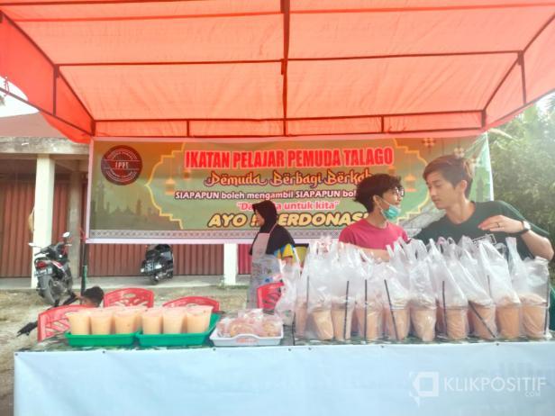 Posko Berbagi Takjil IPPT di Jorong Talago, Nagari VII Koto Talago, Kecamatan Guguk, Kabupaten Lima Puluh Kota