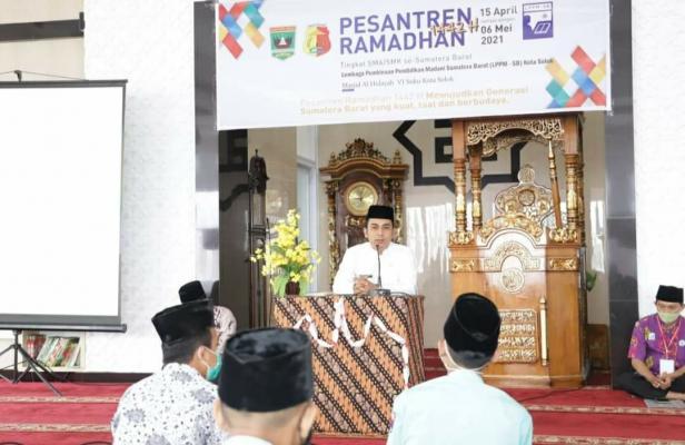Wawako Solok, Dr. Ramadhani Kirana Putra membuka Pesantren Ramadan tingkat pelajar SMA sederajat kota Solok
